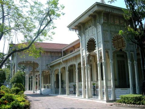 The Abhisek Dusit Throne Hall – in support of Thai handicraft