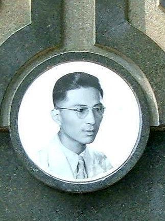 Lim Bo Seng, photo taken off his tombstone