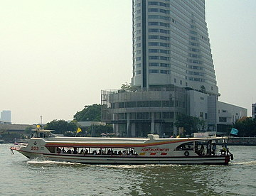 The Chao Phraya River boats – taking a river cruise in Bangkok