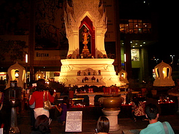 http://www.tour-bangkok-legacies.com/images/trimurti-shrine-2.jpg